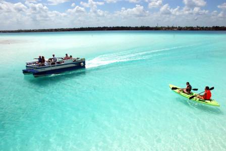 Deportes-Acuaticos-en-la-Laguna-de-Bacalar-Q.-Roo
