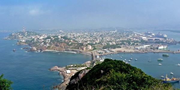 Mazatlan_panorama_from_El_Faro_1